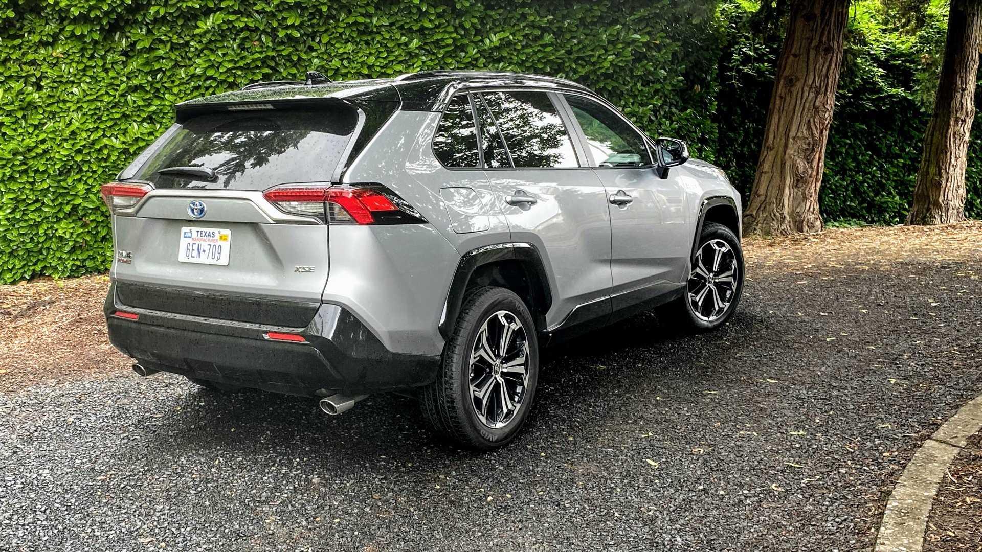 Toyota на автошоу в Лос-Анжелесе представила обновленную версию кроссовера RAV4