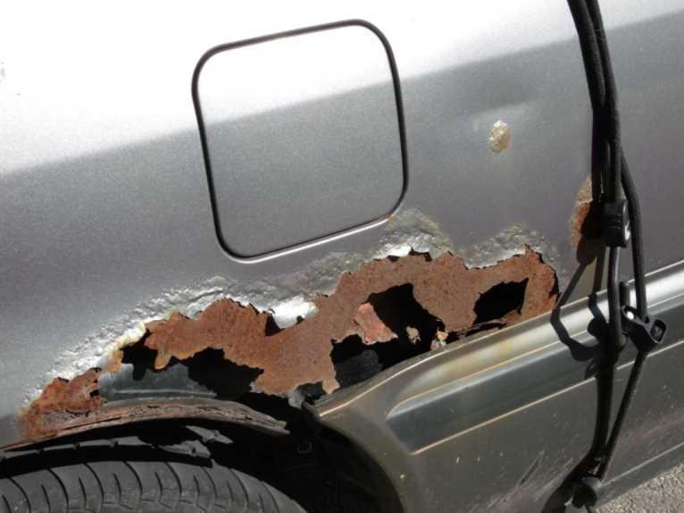 Как и чем убрать ржавчину с кузова автомобиля своими руками: пошаговая инструкция