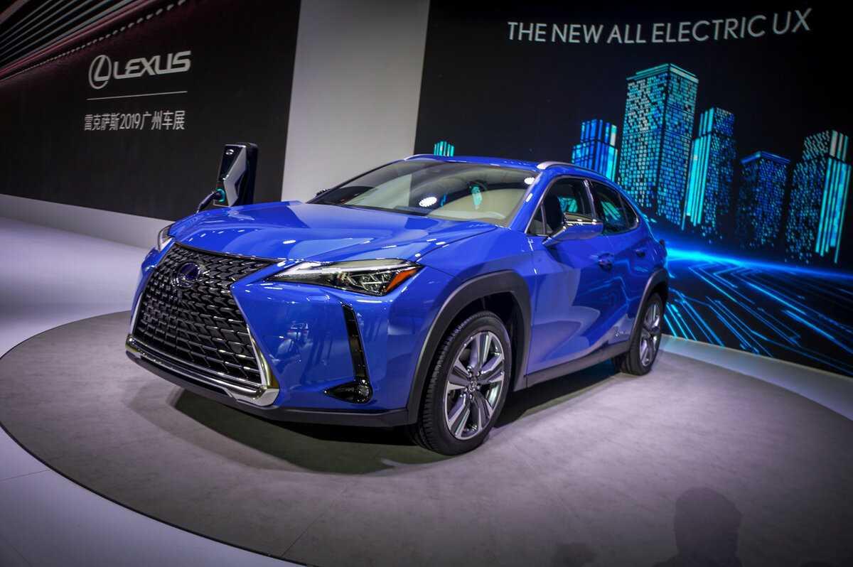 Lexus is 2021: новая версия роскошного спорт-седана