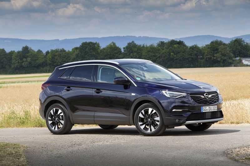 Opel grandland x hybrid4 2019— гибридная вариация популярного кроссовера