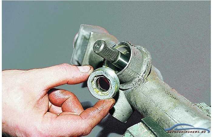 Признаки неисправности рулевой рейки ВАЗ 2109 2110 подготавливаем инструмент и материалы подготавливаем ремкомплект порядок проведения работ порядок замены ремкомплекта особенности замены