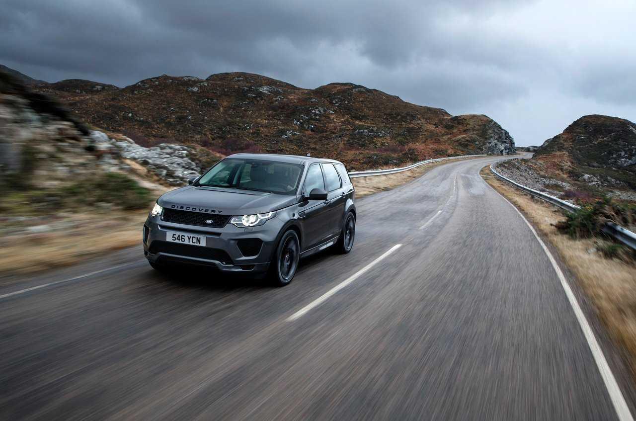 На российский рынок приехал Range Rover 2019 Свежая редакция внедорожника обзавелась самой современной электронной «начинкой» и рублевым ценником от 7 млн рублей