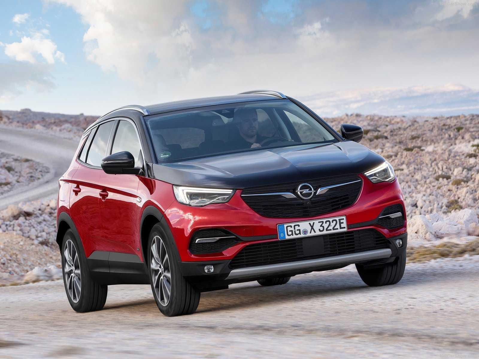 Модель под названием Opel Grandland X Hybrid 4 получила два двигателя общей мощностью 300 лс