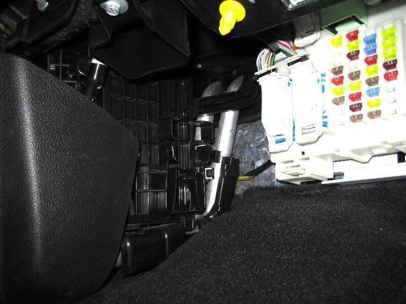 Для чего нужен салонный фильтр в машине, где он стоит и как его поменять