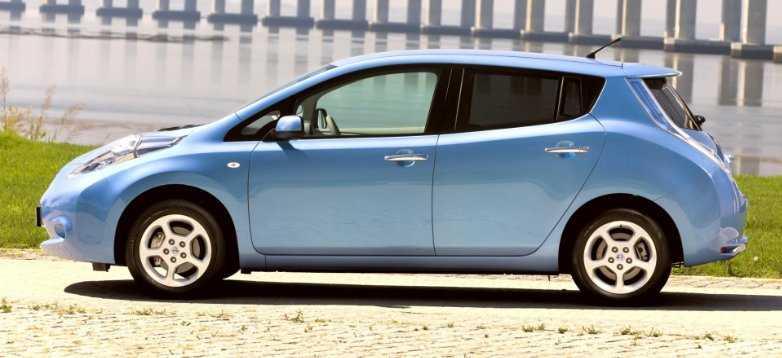 Как создавался Nissan Leaf характеристики электрокара первого поколения обзор отличия выпуска для США и Японии комплектации и цены на вторичном рынке отзывы плюсы и минусы