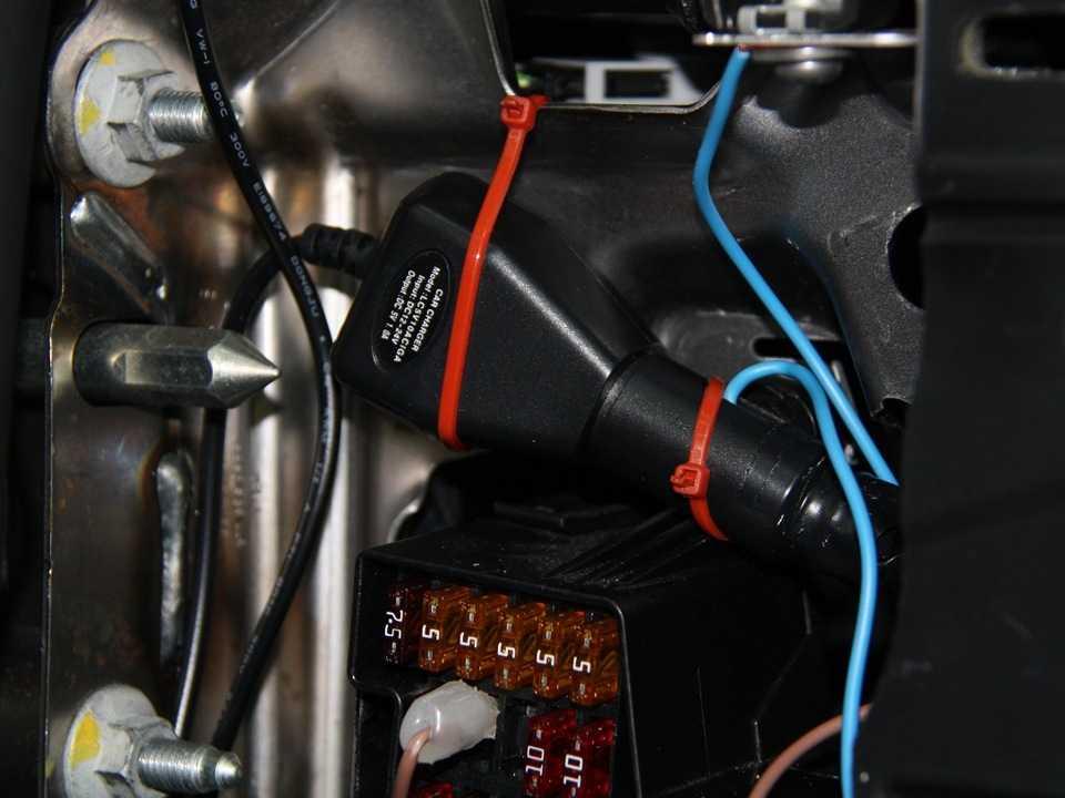 Способы установки видеорегистратора на автомобиль виды крепежа тонкости монтажа на стекло торпеда зеркало заднего вида как разместить способы подключения