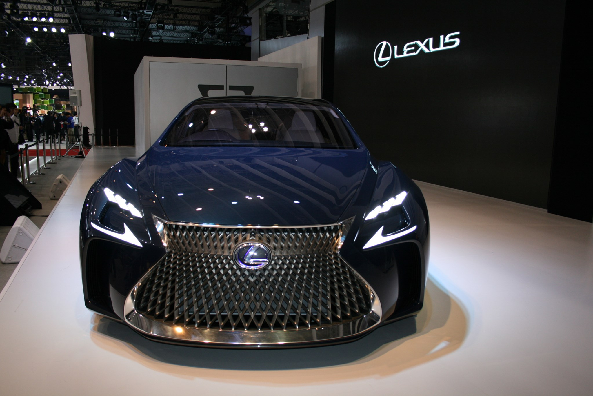 Японский премиальный автобренд Лексус готовит к презентации свой первый электрокар