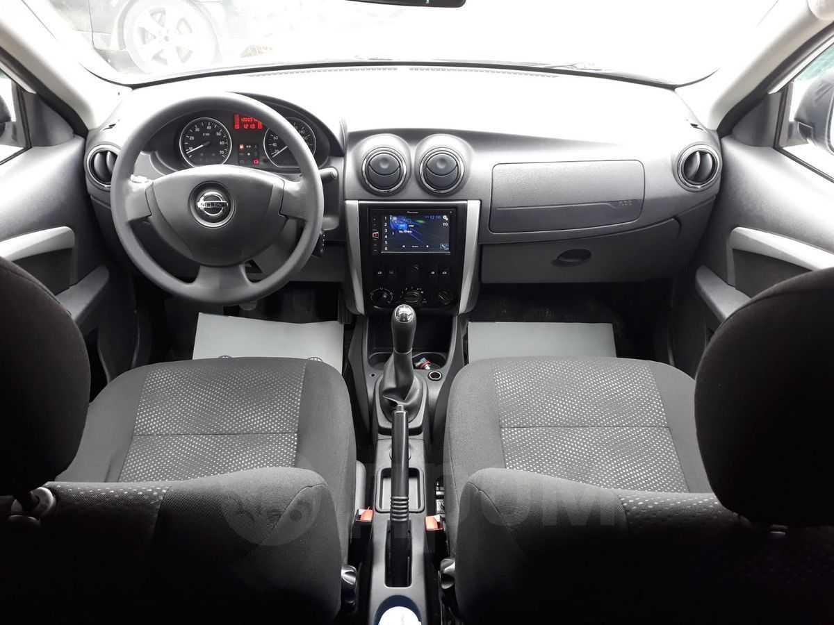Ниссан альмера 2014 года, 1.6 литр, купил алмеру 2 июля, бензин, мкпп, расход 8.10, мощность двигателя 102 л.с., левый руль, седан