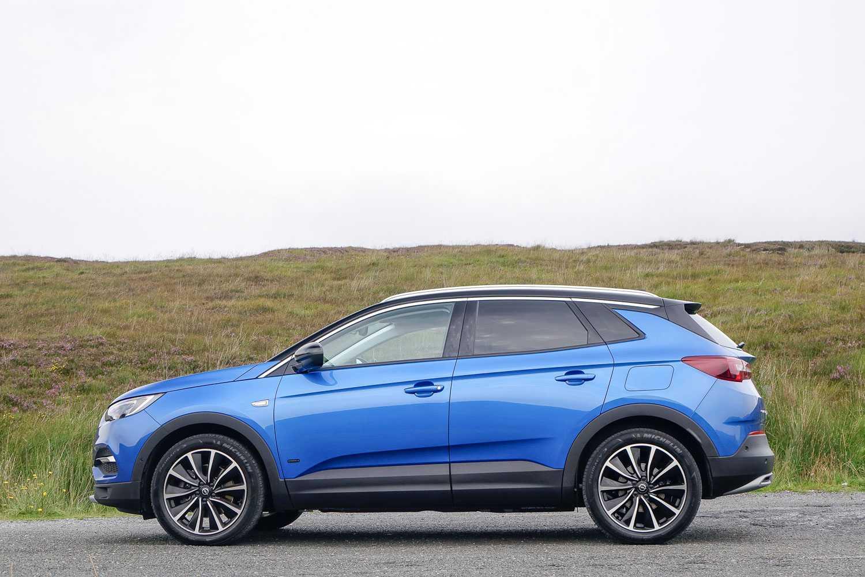 Opel grandland представлен в варианте с передним приводом