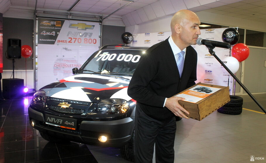 В россии выпущен 700-тысячный внедорожник chevrolet niva