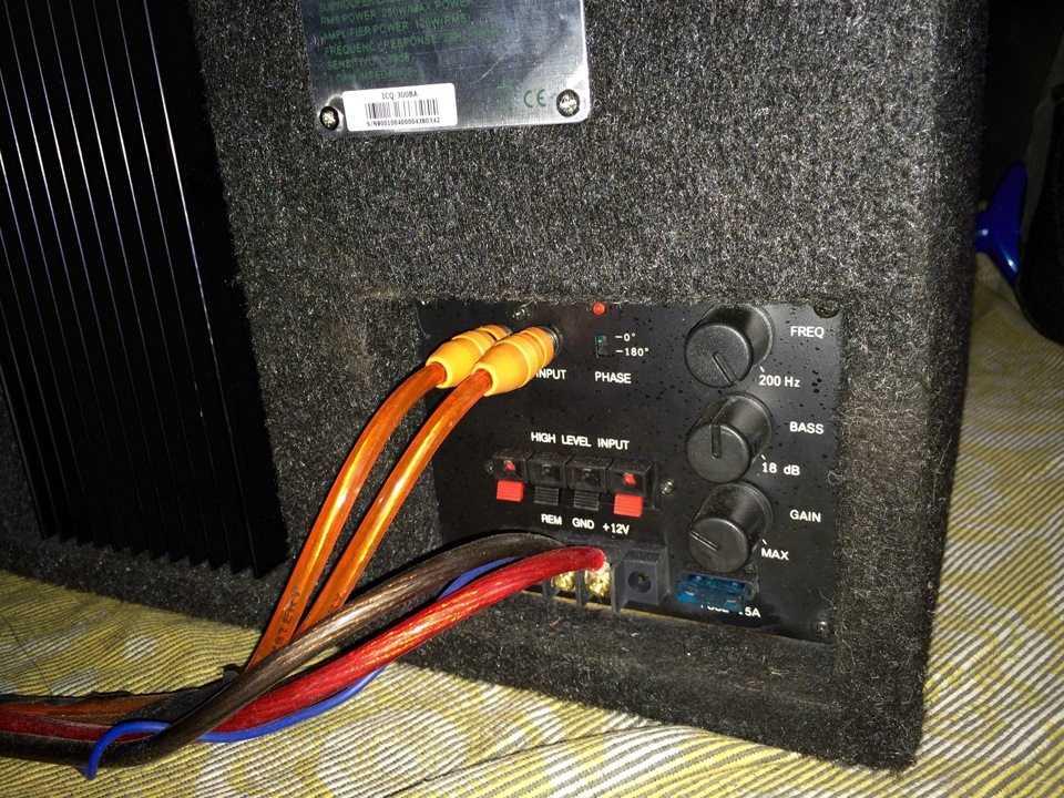 Здесь Вы найдете схему подключения сабвуфера к штатной магнитоле и усилителю а также видео-инструкцию как правильно установить и подключить сабвуфер в машине самому