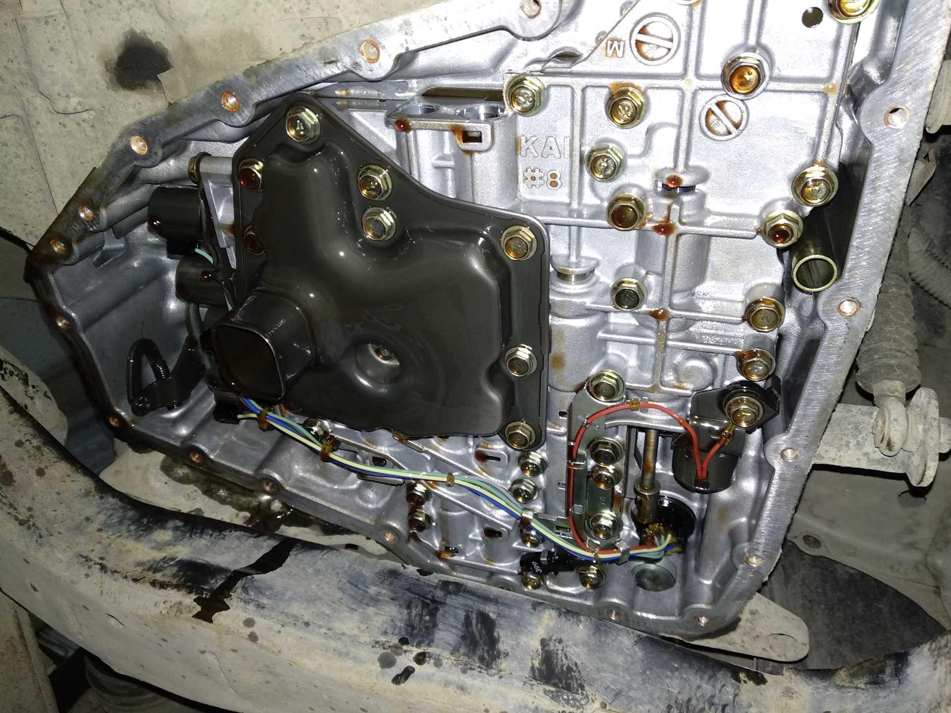 В данной статье рассматривается порядок замены моторного масла в двигателях автомобиля Nissan Teana J32 также рассказывается о рекомендуемых типах смазочных жидкостей и маслофильтров регламенте проведения техобслуживания