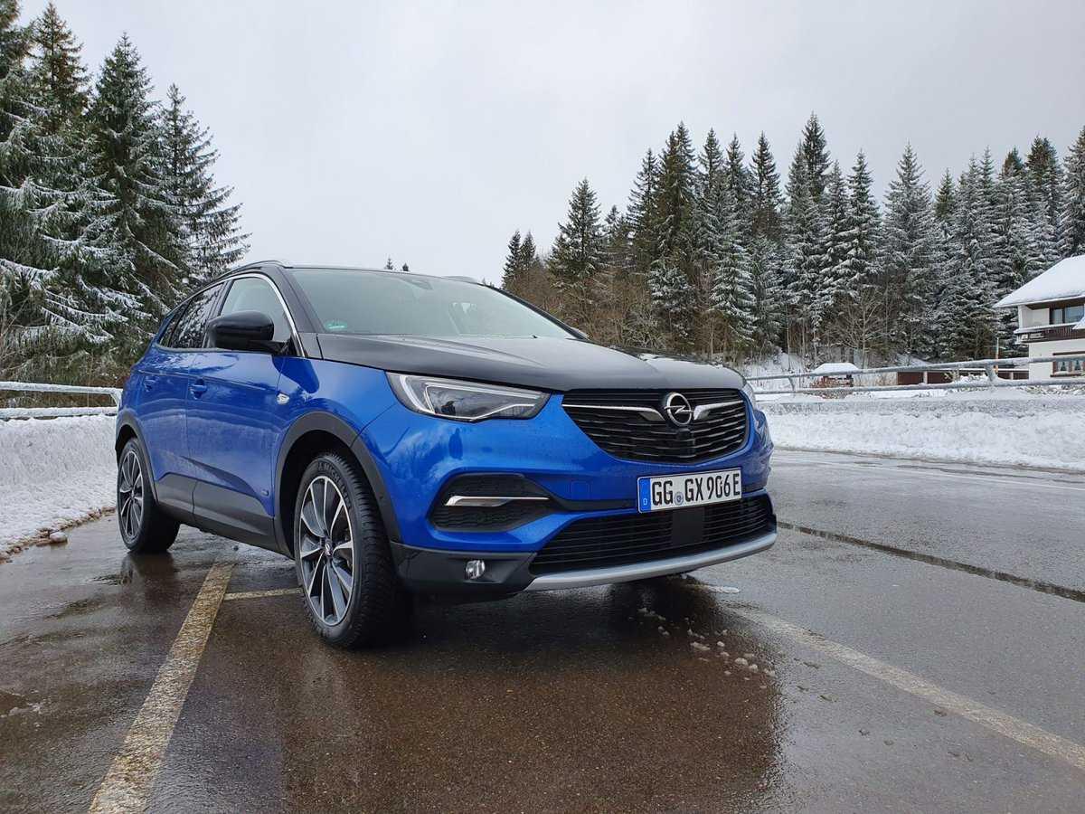 Opel grandland представлен в варианте с передним приводомавтомобили на альтернативном топливе