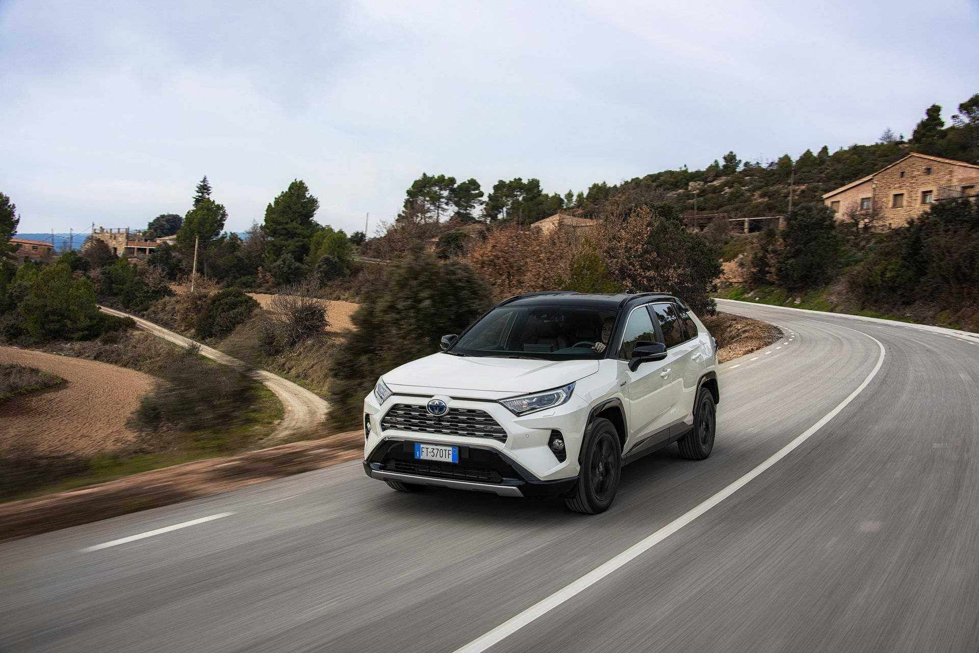 Toyota rav 4 2019-2020 – комплектации и цены в россии