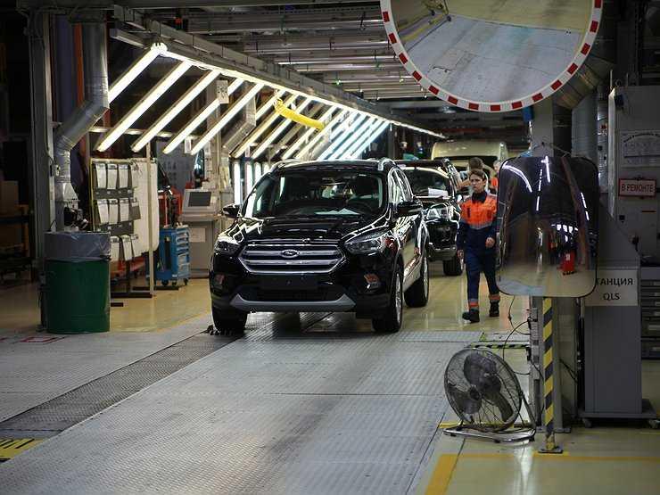 Форд Мондео легковой автомобиль который создавался европейским филиалом Форд в Германии в начале 90 – х годов и в первое время был рассчитан на мировой автомобильный рынок