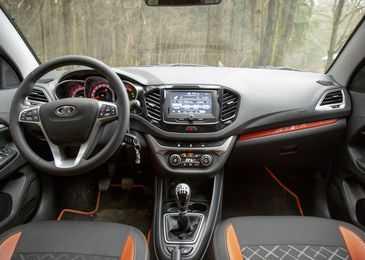 С какого года и в каких комплектациях выпускается Лада Веста характеристики автомобиля положительные и отрицательные отзывы владельцев