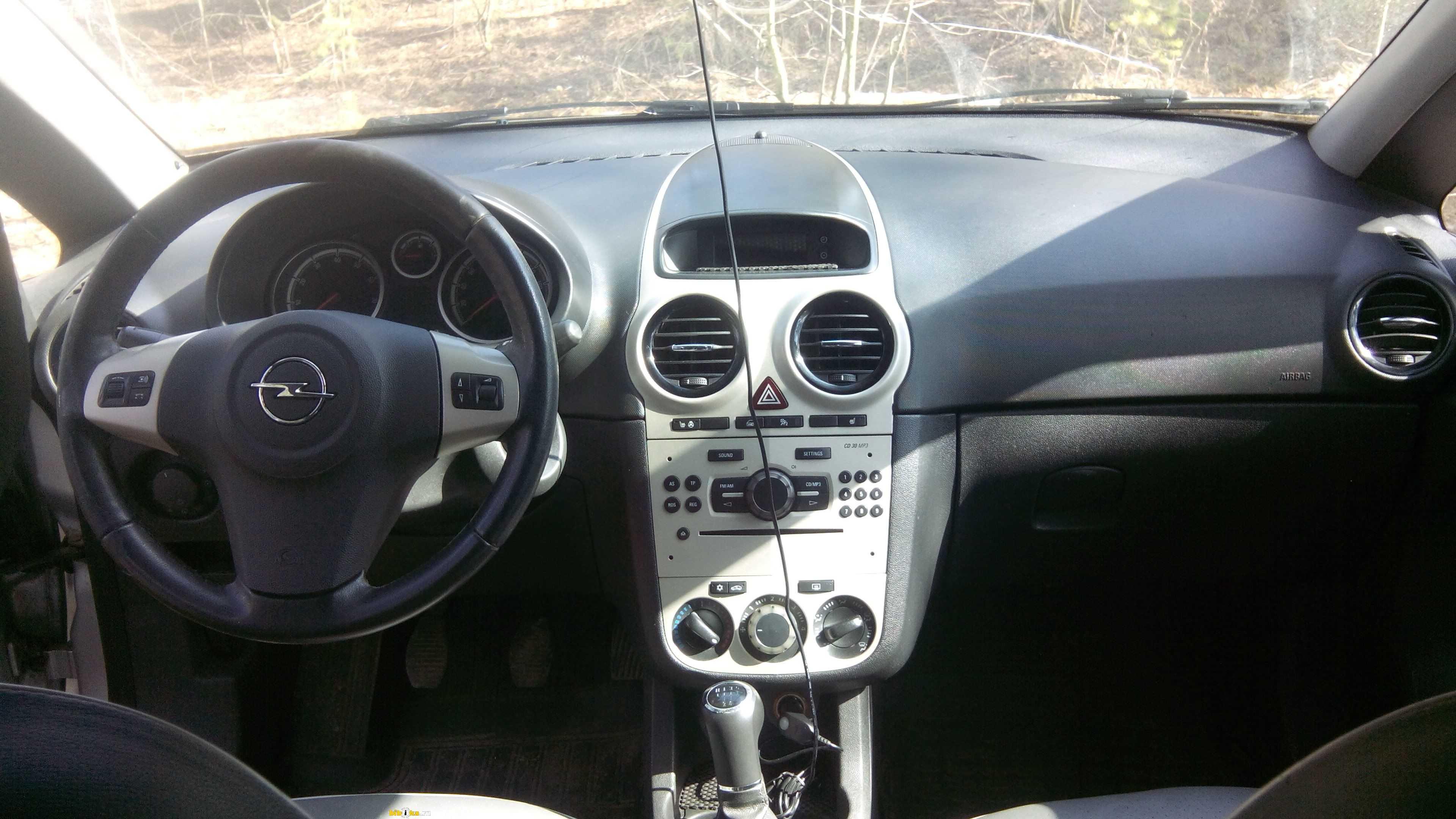Opel corsa 2008 года, 1.6 литра, машиной владею около 5 месяцев, но corsa у меня уже четвертая по счету, бензин, краснодар, механическая коробка передач
