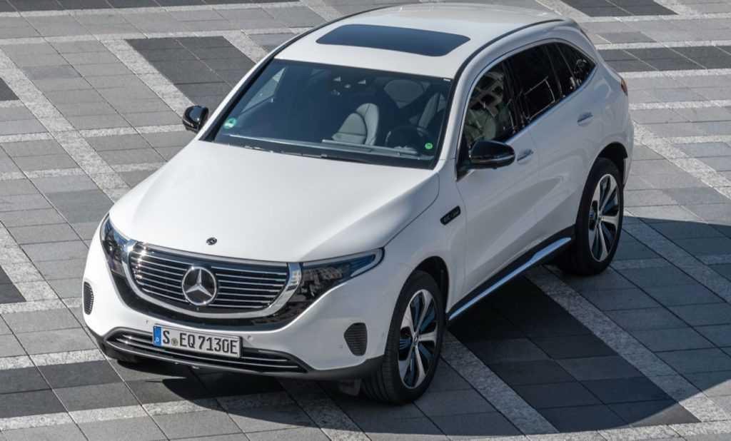 Компания Mercedes-Benz впервые продемонстрировала публике свое произведение на электротяге EQC на Парижском автошоу в октябре этого года