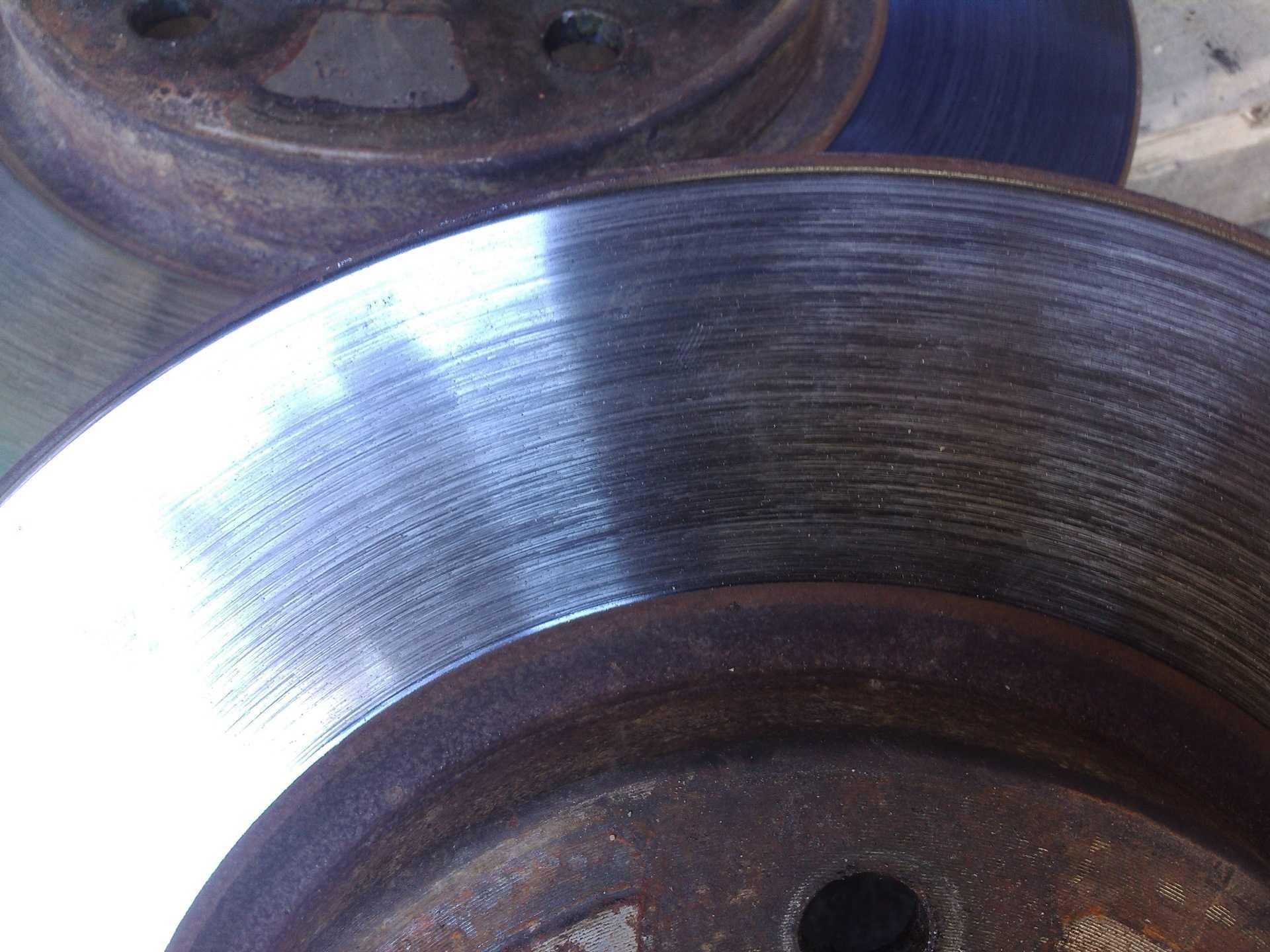 Проточка тормозных дисков своими руками без снятия.