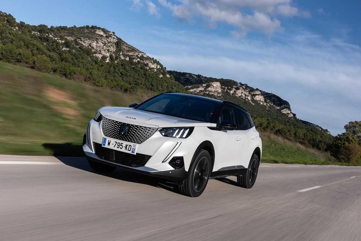 Peugeot 3008 2020 года — кроссовер с лучшим в классе салоном, двумя турбомоторами и необходимым оборудованием