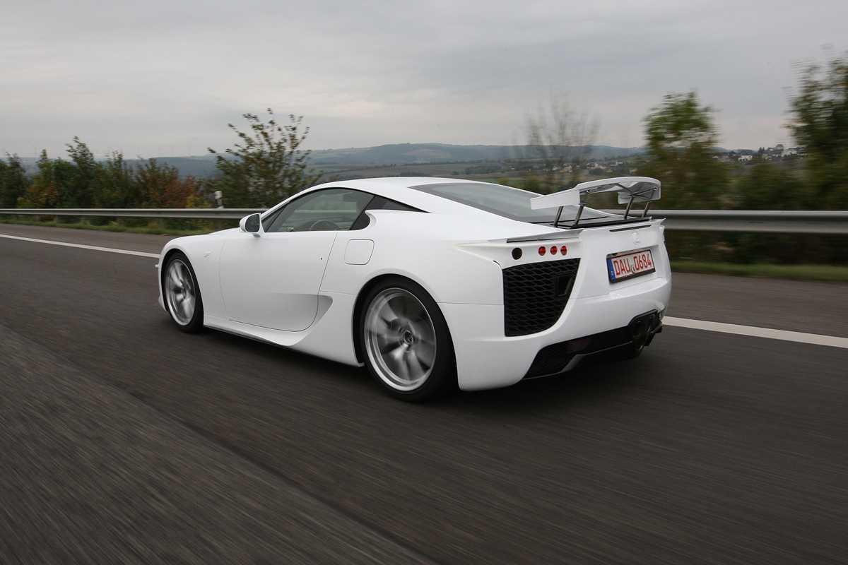Lexus привезет на токийский автосалон особую версию lfa