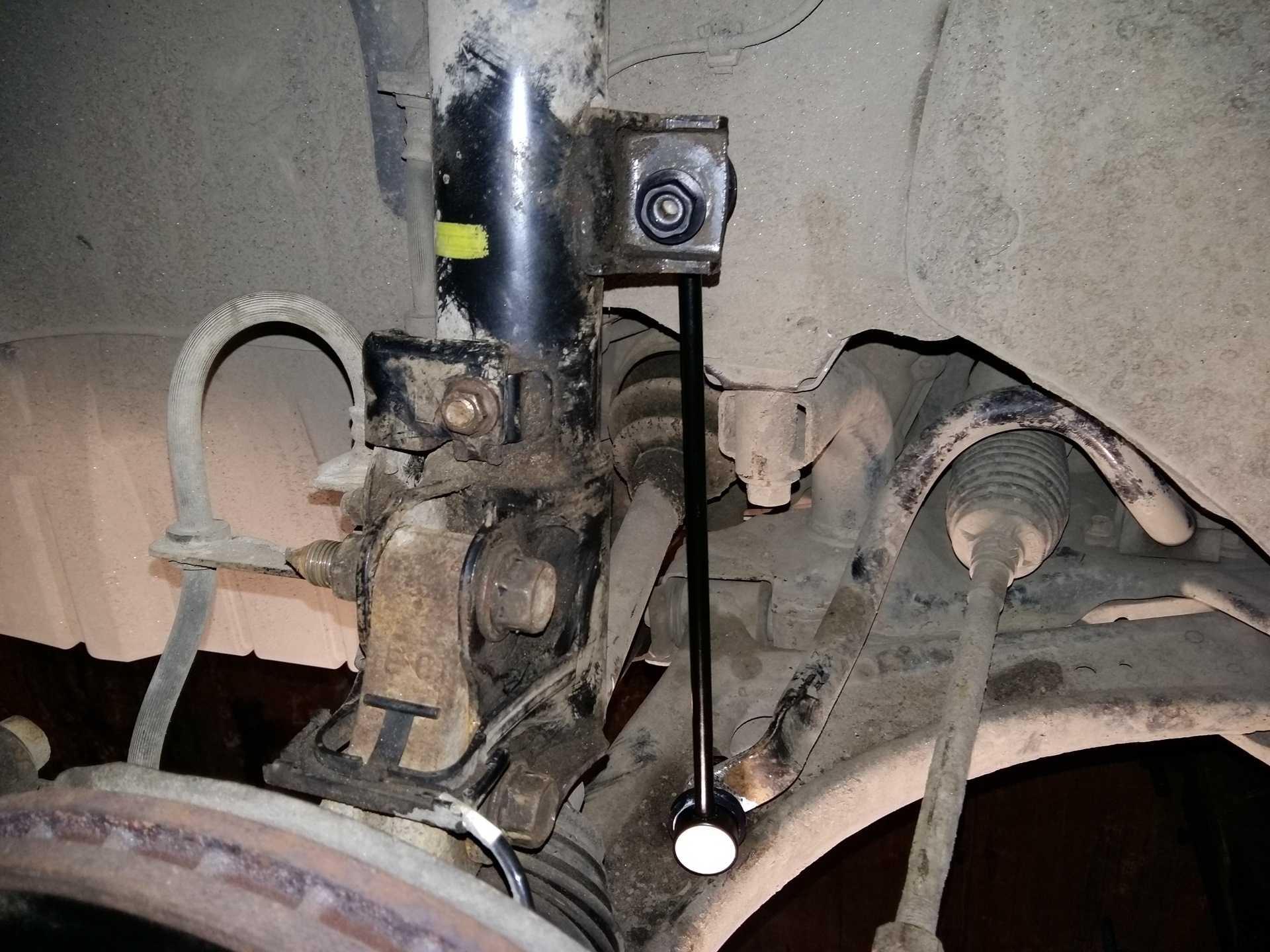 Стук в передней подвеске автомобиля может быть причиной износа деталей Возможные причины появления стков в передней и задней подвеске