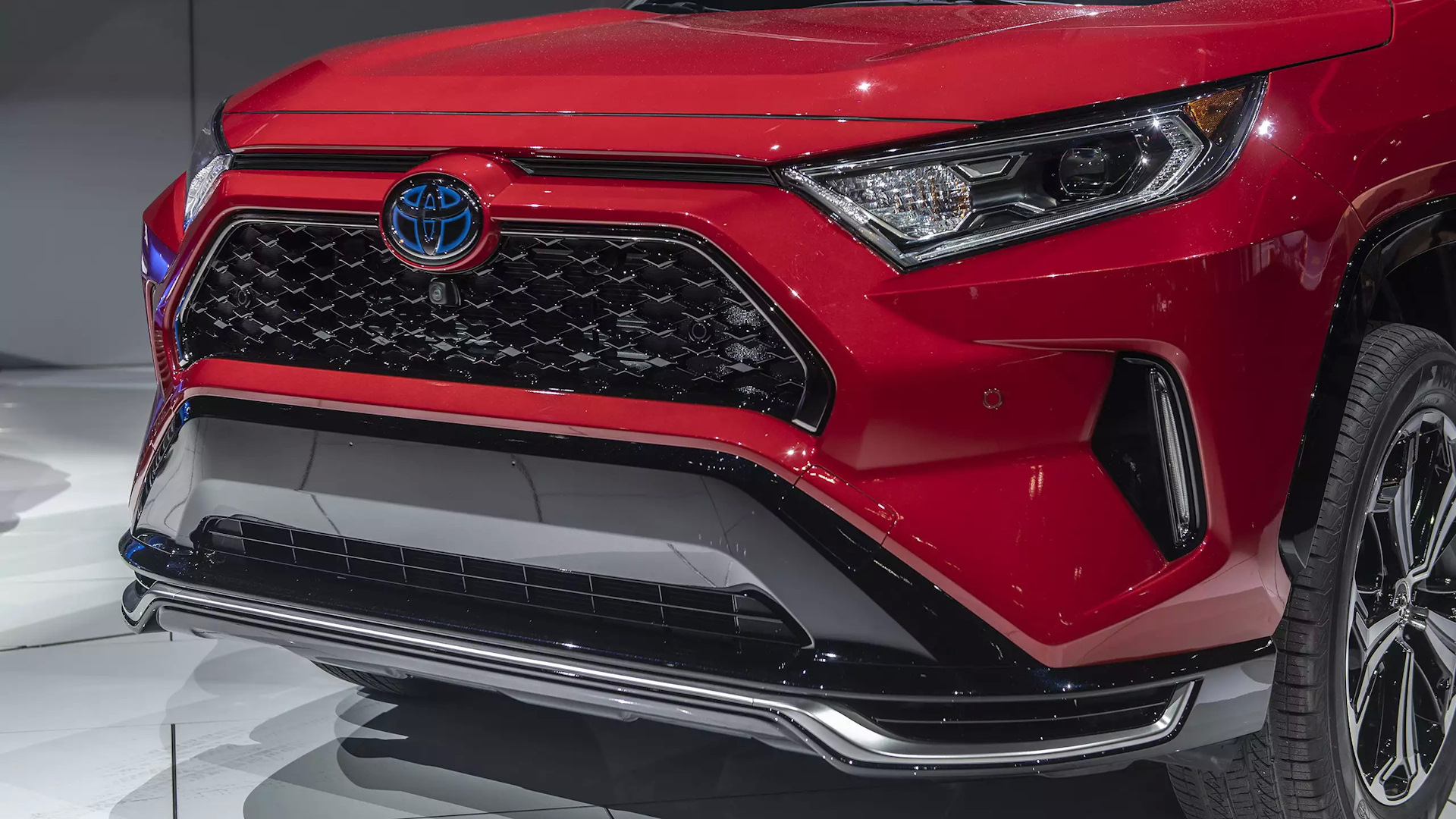 """Кроссовер toyota rav4 hybrid 2020 модельного года: когда ждать появления """"гибридного"""" suv в россии - 1rre"""