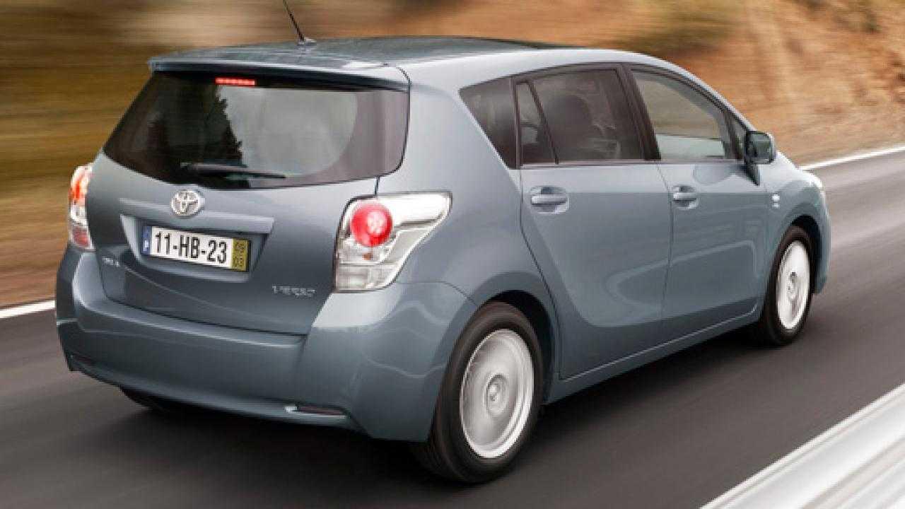 Toyota proace verso 2.0d 6at premium l1 (150) - цены, характеристики, комплектация.