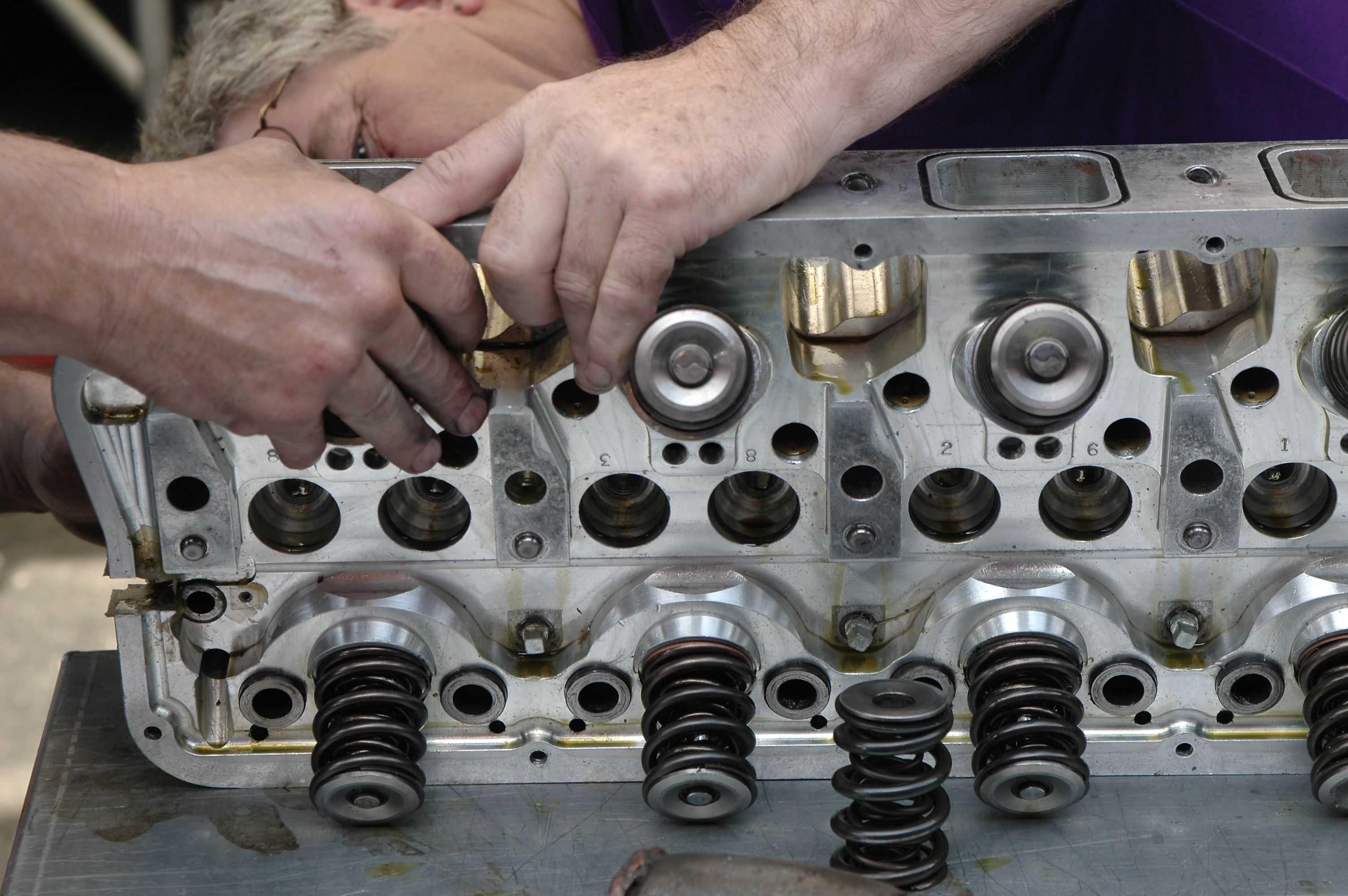 Ремонт  двигателя на производстве поточный ремонт двигателя