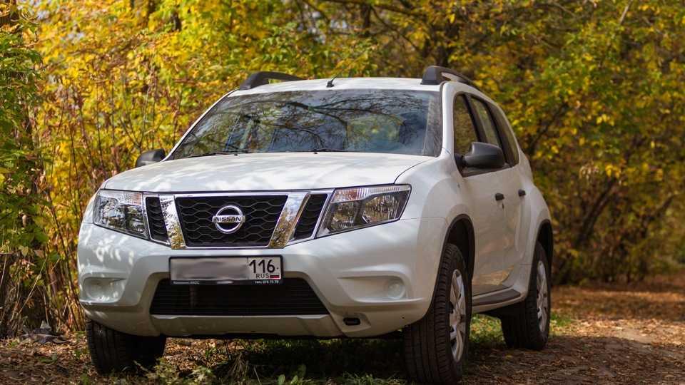 Nissan terrano 2015г., 1.6 литра, взял террано осенью 2015 из салона как самый бюджетный из вменяемых кроссоверов, 4wd, механика
