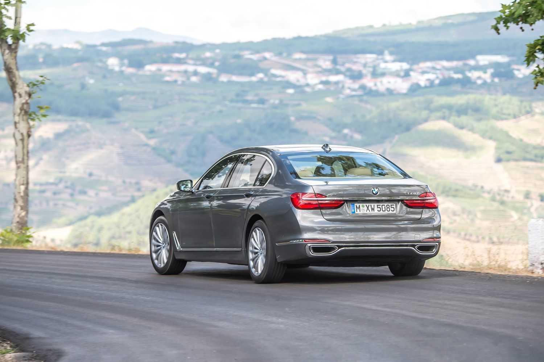 Крутость BMW 7 Series действительно зашкаливает Машина показывает роскошь и технологичность