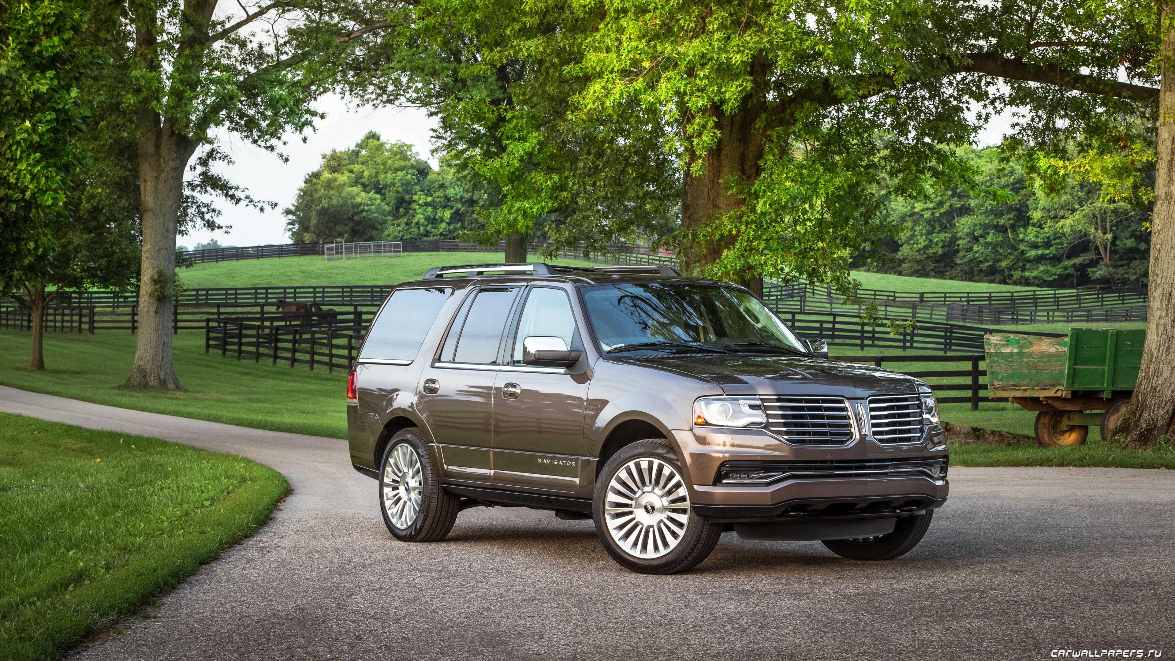Тяжелый SUV имеет довольно мощный мотор V6 35 EcoBoost на 456 лс чтобы легко выдержать дополнительных несколько сот килограмм бронирования