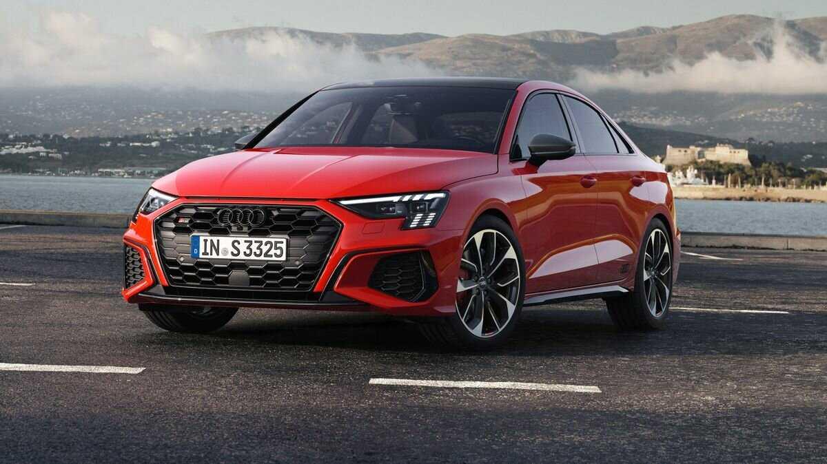 Audi обновила семейство a4