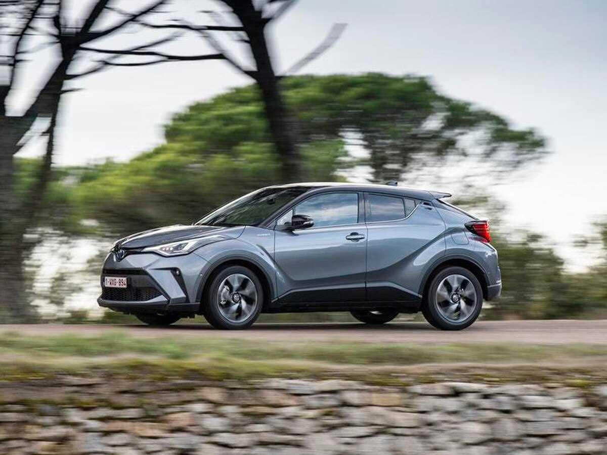 Toyota c-hr 2018, 2 литра, приветствую посетителей дрома, 148 л.с., вариатор, бензин
