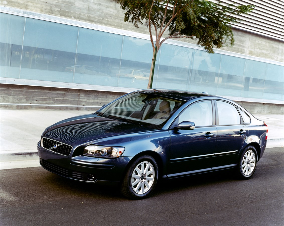 Volvo s40 2009 — отзыв владельца