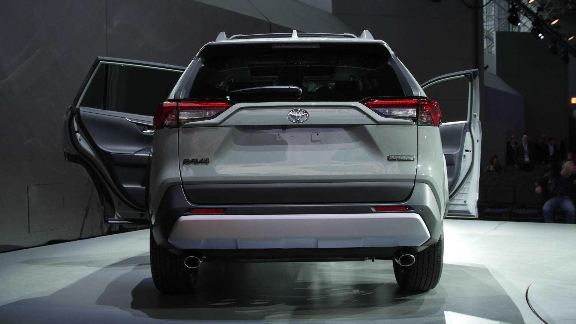 Toyota rav4 поколения 5, хэтчбек в россии