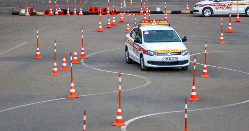 Изучив данный видеокурс по вождению вы пройдете все этапы подготовки водителя как практической части экзамена по вождению автомобиля так и к теоритической