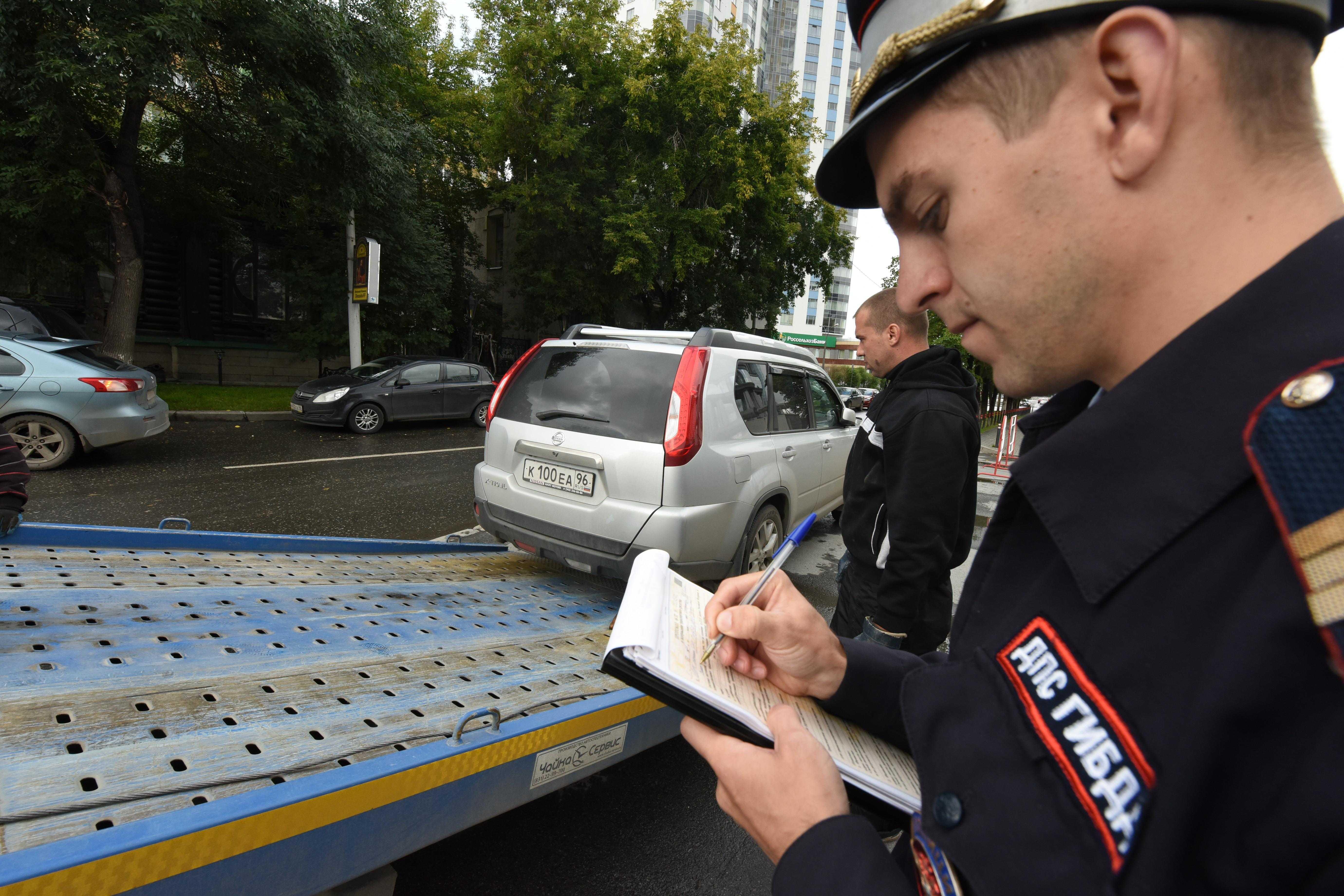 «Самоучитель вождения по городу» поможет Вам изучить правила дорожного движения и подготовиться к экзамену на водительское удостоверение категории А В С D