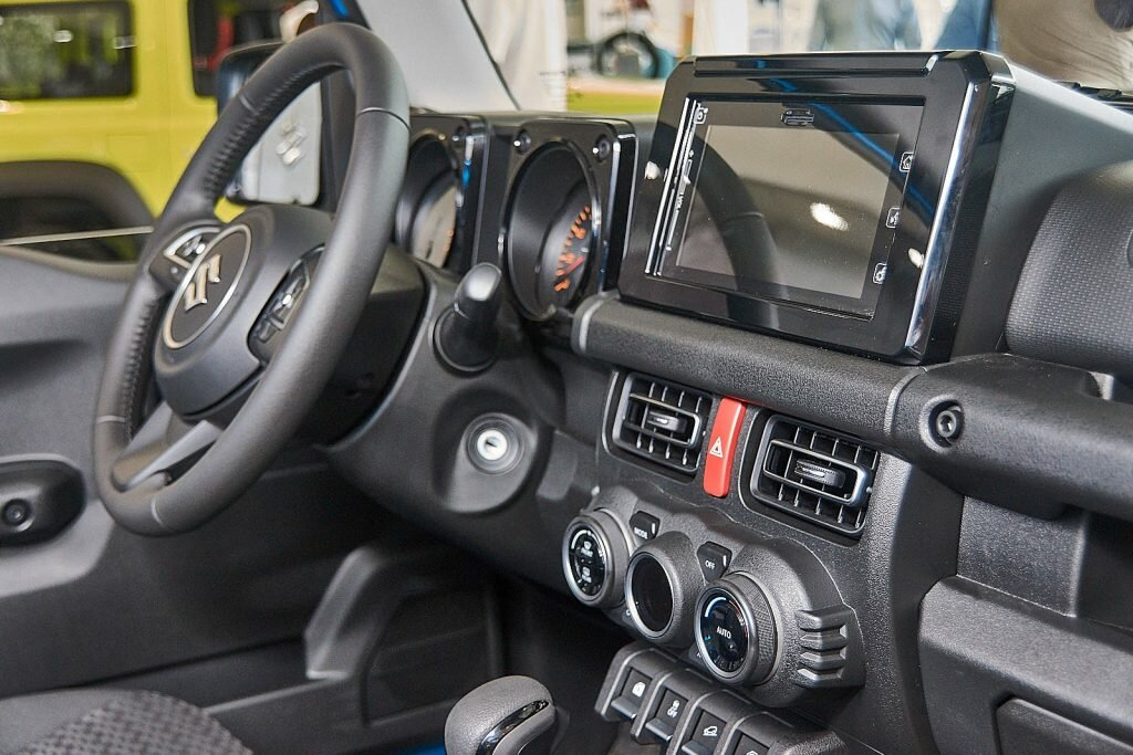 Suzuki jimny 2020 четвертого поколения, характеристики, комплектации, двигатель и трансмиссия, плюсы и минусы