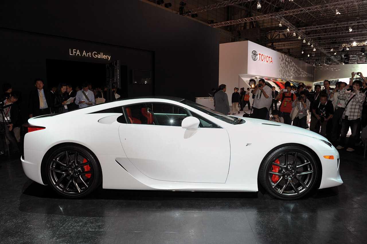 Lexus lfa против mercedes sls