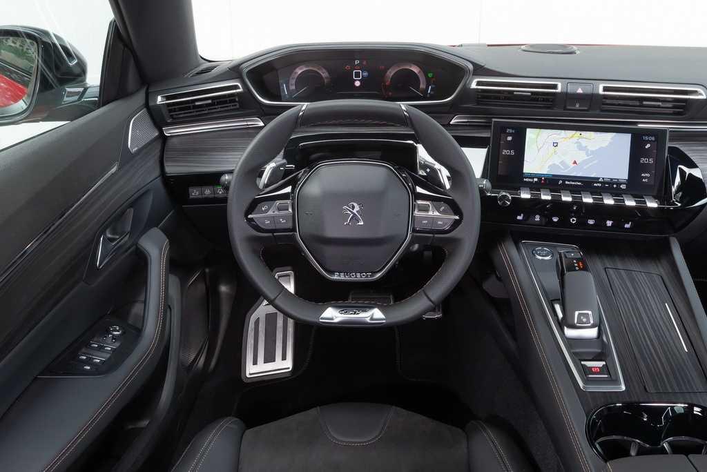 Простейший вариант Peugeot 508 оснастят фронтальными аэрбегами кондиционером сервоприводом наружных зеркал и блоком ЭРА-ГЛОНАСС